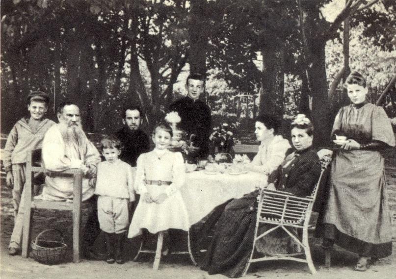 Все счастливые семьи похожи друг на друга? Семейная тема в жизни и творчестве Льва Толстого